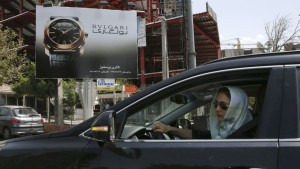 lady-driving-bulgari